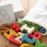Drewniany alfabet A-Z, drewniane literki do nauki, do składania słów, Plan Toys w sklepie internetowym MądreSzkraby