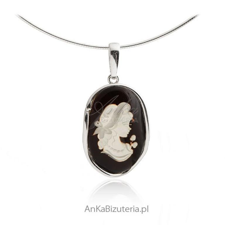 0ec456a1b9c98a Zawieszka srebrna z bursztynem Biżuteria artystyczna rzeźbiona w sklepie  internetowym AnKa Biżuteria. Powiększ zdjęcie