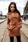3918-1 Jesienny płaszczyk dwurzędowy z paseczkiem - camel w sklepie internetowym LadyStyle
