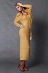 4117-4 Długa wełniana sukienka + szalik - miodowy w sklepie internetowym LadyStyle