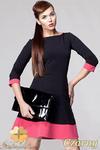CM0613 AWAMA S19 Dwukolorowa sukienka rozkloszowana z rękawem 3/4 - czarna w sklepie internetowym Cudmoda