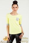 CM0775 Bluzka damska z kontrastowymi ściągaczami i kieszonką - żółto - szara w sklepie internetowym Cudmoda