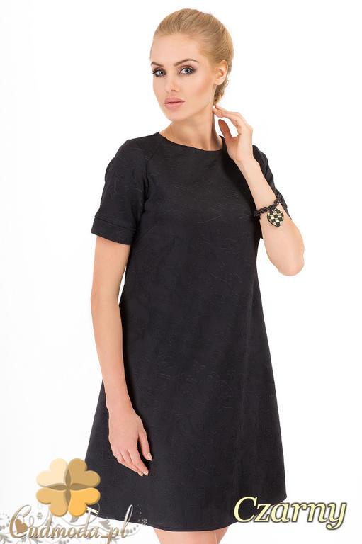 3c72cf1571 CM1517 Trapezowa sukienka z krótkim rękawem w wytłaczane kwiaty - czarna w  sklepie internetowym Cudmoda. Powiększ zdjęcie