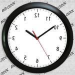 Anty zegar z czarną ramką z połyskiem w sklepie internetowym funnyclock.eu
