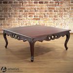 Duży, drewniany stół kawowy z rzeźbieniami z litego mahoniu 117104 w sklepie internetowym Artseries.pl