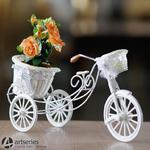 Stylowa, biała osłonka na kwiaty w formie rowerka SLU1010 - prezent, dekoracja w sklepie internetowym Artseries.pl