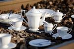 Serwis do kawy dla 6 osób z białej porcelany z tłoczeniami w sklepie internetowym Uroda stolu